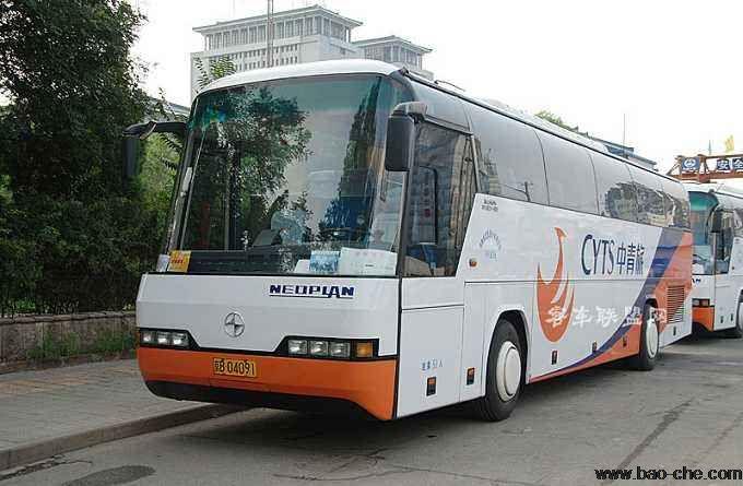 北京51座大巴车带司机包车一天多少钱?