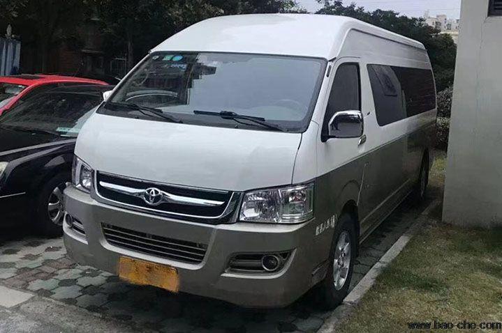 北京13座丰田海狮小巴包车多少钱一天_包车价格