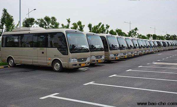 首汽约车上线大巴车接送机业务,24小时电话预约