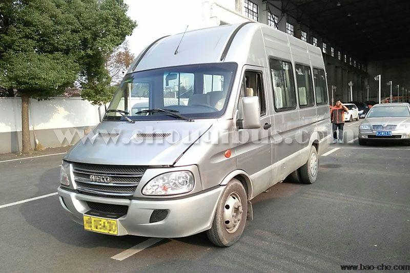 北京17座依维柯小巴车租车一天价格:850元/天