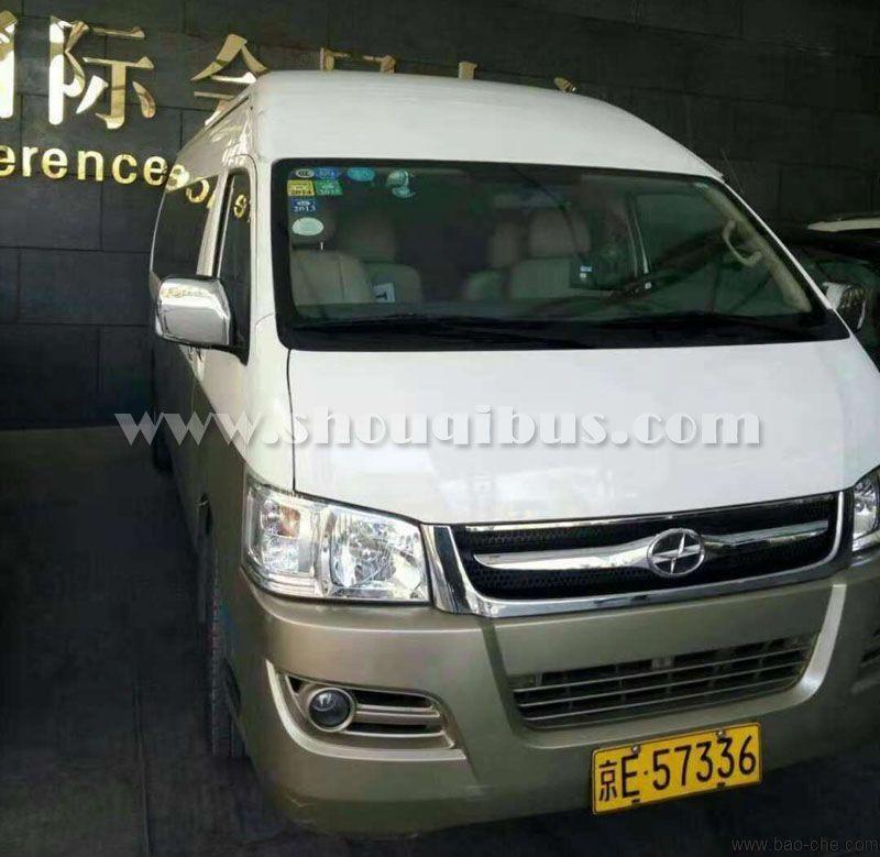 在北京租一辆17座的车带司机多少钱一天?