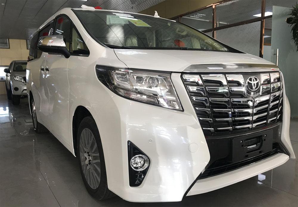 丰田阿尔法6座商务车