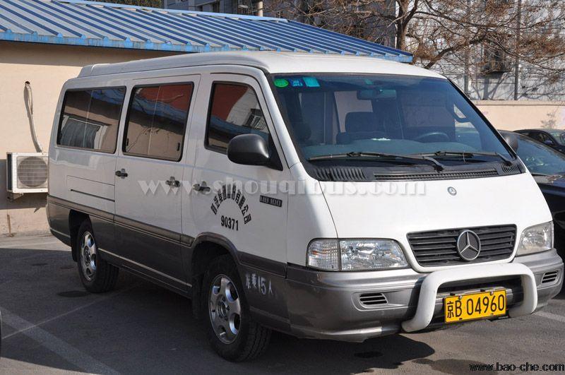 北京包15座车中巴去八达岭长城一天多少钱?带司机吗?